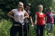ARAG-employees-gardening-at-St-Peter's-Hospice