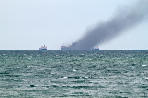 How-to-deal-with-a-major-container-fire-or-explosion-at-sea