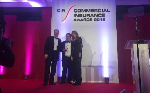 Phil-Cunningham,-Group-CEO,-Direct-Commercial-Limited-accepting-Insurer-of-the-Year-Award-2018